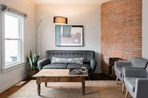 Modern Apartment in the Heart of Little Italy