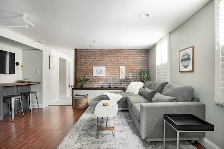 Chic Garden Hideaway- Heart of Walkable Central West End