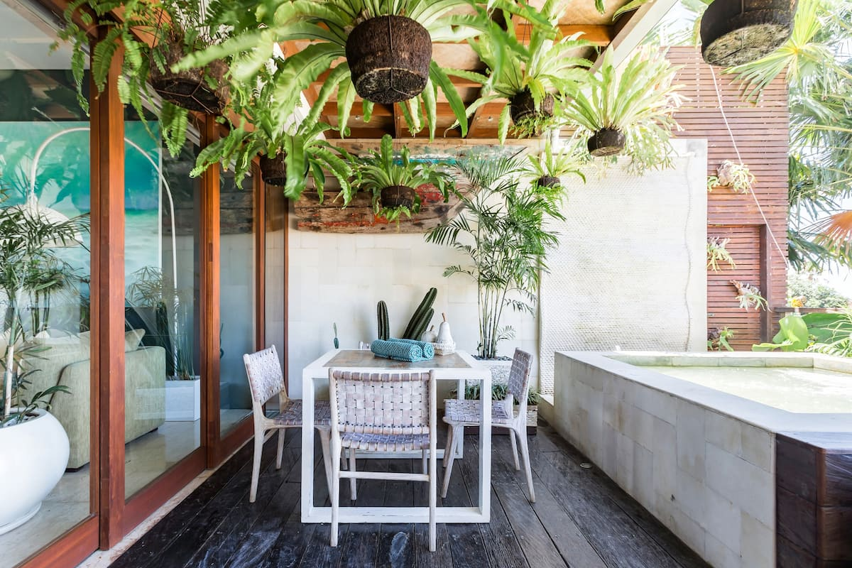 Sunny Penthouse with Jacuzzi in the Heart of Seminyak