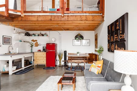 R&B's Bay Area Loft—Detached Guesthouse With Private Deck