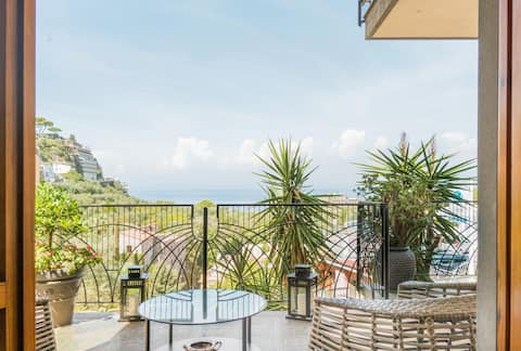La Conca dei Sogni  Sea view apartment in the center of Sorrento