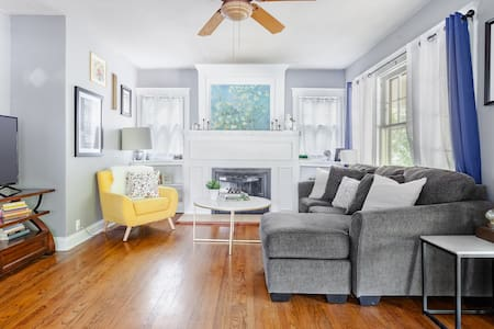 This Hip South Plaza Pad Is Just Steps from Whole Foods