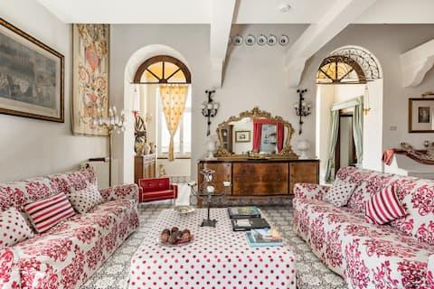 Raffinato appartamento in ex residenza estiva della nobile famiglia degli Amari