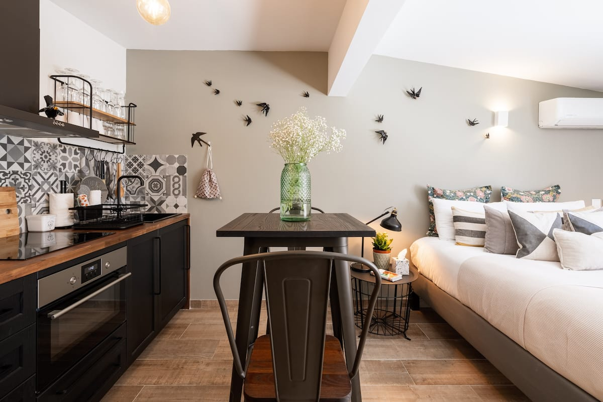 Casa Hortelã, A charming studio in a luxury renovated townhouse.