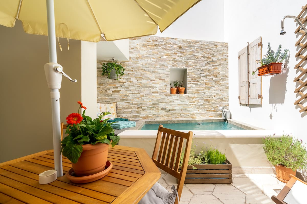 Casa Alfazema, a luxury townhouse with beautiful cosy swimming pool.