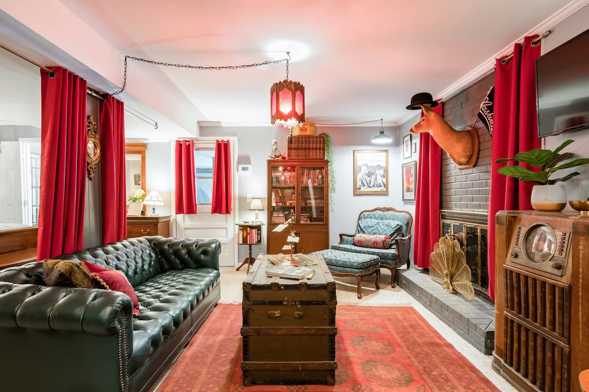 Vintage Decadence at the Speakeasy Retreat just off I-65