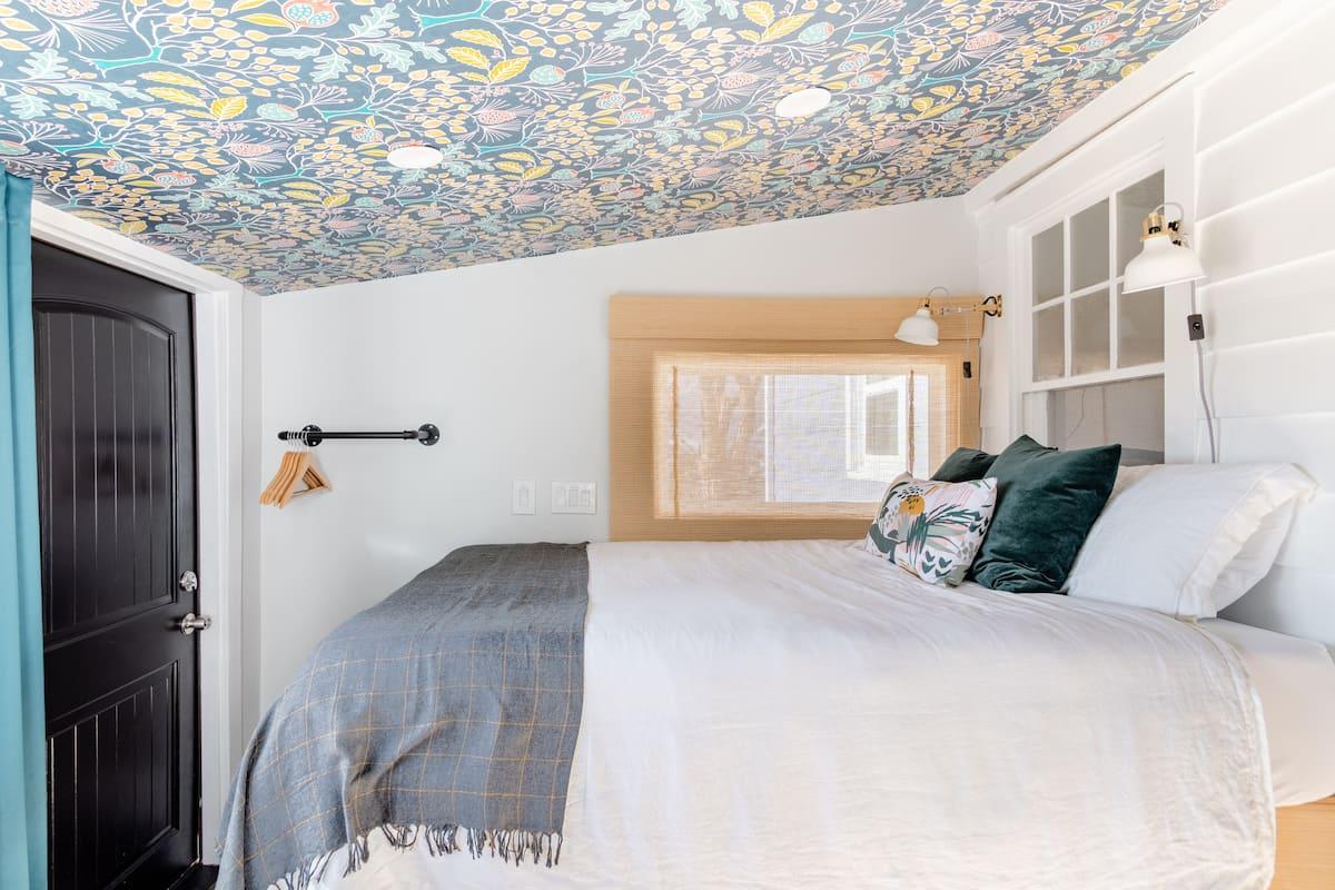 En Suite Room With Private Entrance on Half-Acre of Farmland