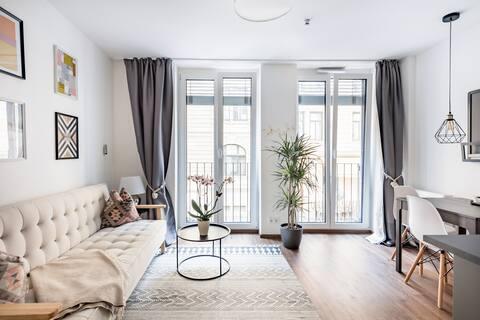 Urban Minimalist Apartment in Munich City Center