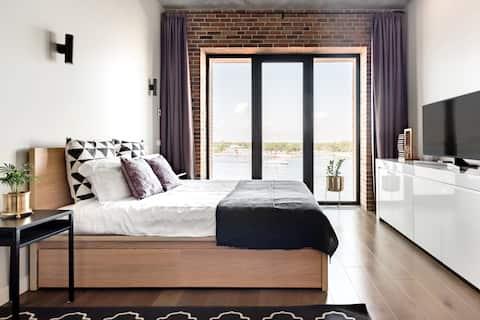 Superb Loft Apartment, Stunning Panoramic Sea View.