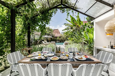 Immerse Yourself In A Stylish & Unique Ubud Bungalow