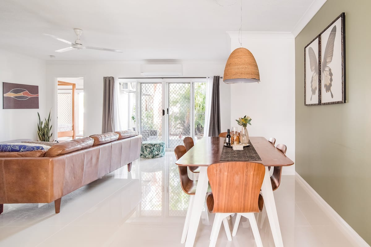 Stroll to Cairns Attractions From Parramatta Park Apartment