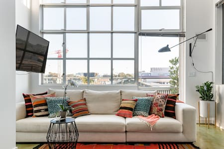 Modern SoMa Loft & Roofdeck- 2BR/2BA w/ City Views