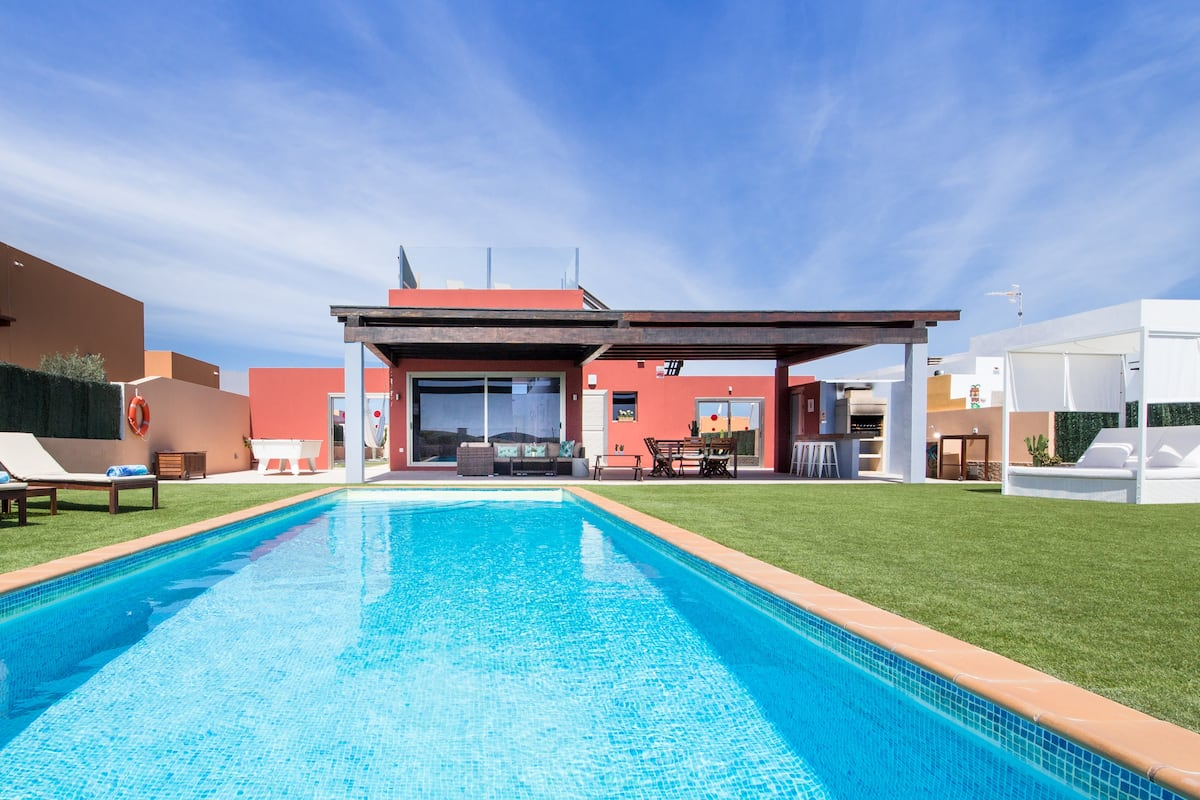 Unique Family Villa. Ocean-view, Huge Heated Pool, Playground, Pool Table
