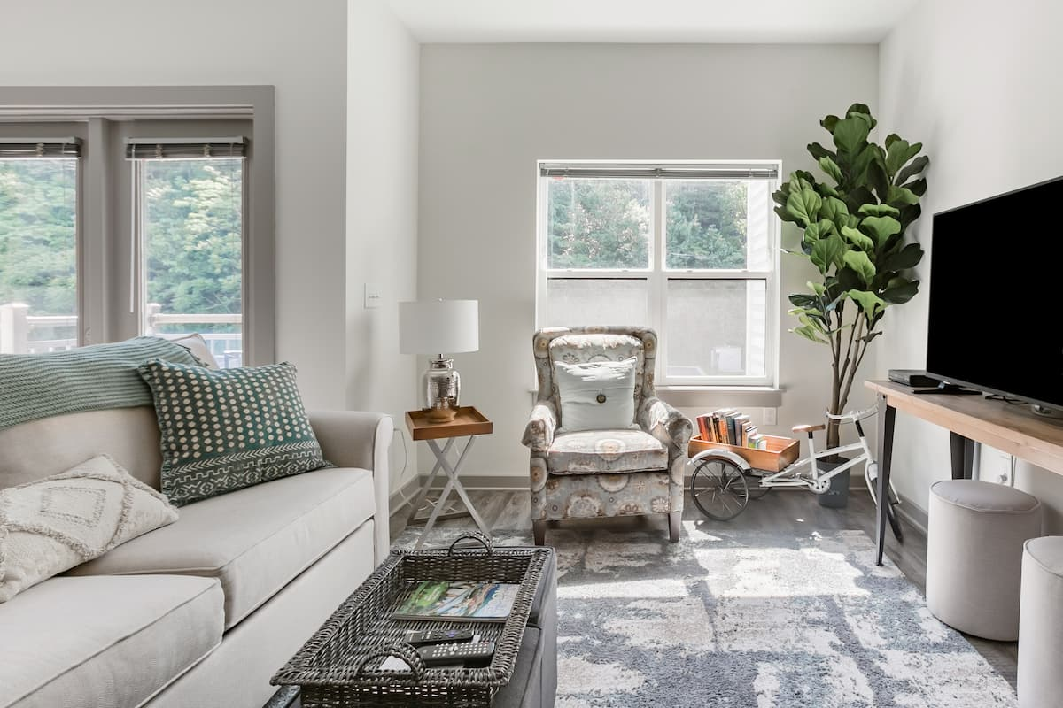 Bright, Brand New, & Steps to Downtown at Condo-Nooga