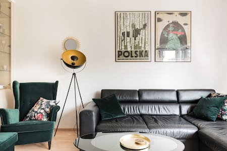 Vintage-Inspired Boutique Apartment with Balcony