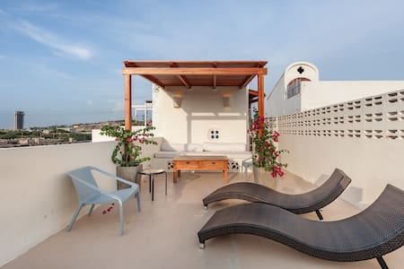 Sunny Urban Minimalism with Rooftop Terrace