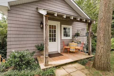 Charming Waterfront Cottage στο Severna Park