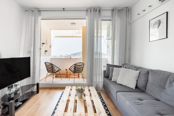 Panoramic City-View Apartment with Sunset Balcony