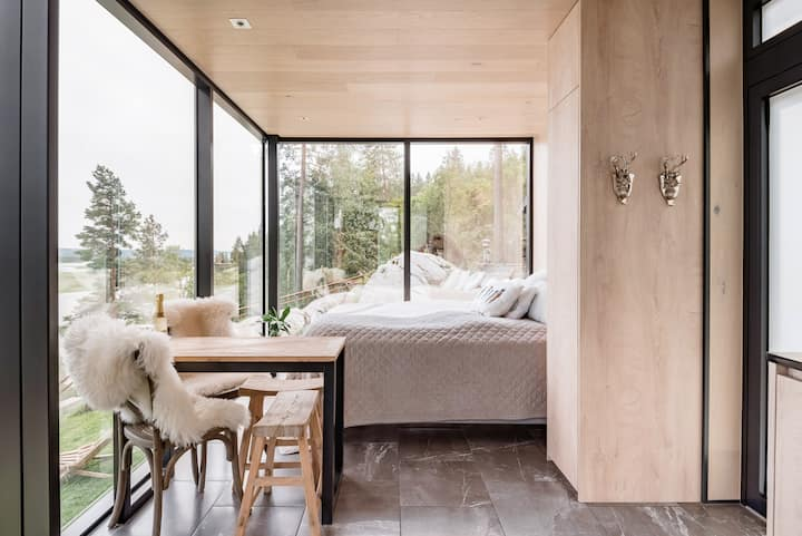 The WonderINN Mirrored Glass Cabin