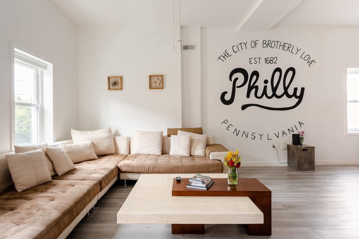 Spacious Mural Apartment with Tall Ceilings and Fresh Vibes