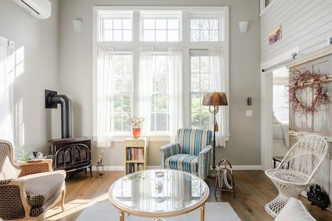 Oddychaj słonym przylądkowym powietrzem z spokojnego domu w Truro