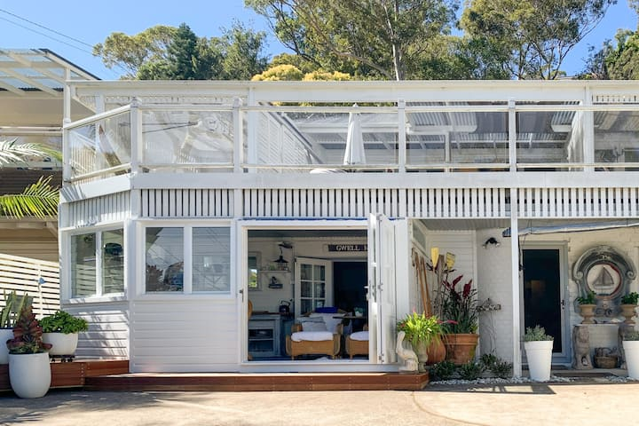 Cosy, Beachy Studio with Pittwater Views near Whale Beach and Palm Beach
