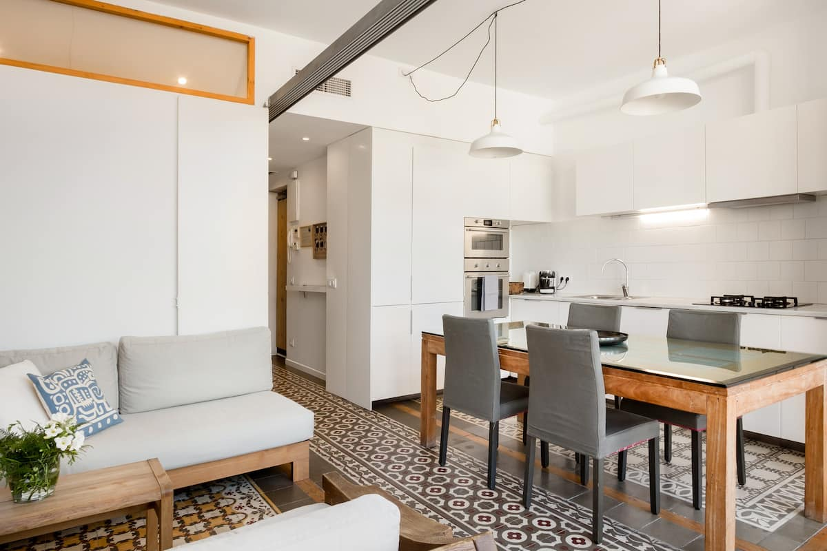 Indulge in an Upscale Design Comfortable Quiet Two Room Two Full Bath Apt. In the Best Area of New Town Neighborhood. Five Minutes Walking from Beach and Nearest Metro. Close to Barcelona's Attractions. Terrace. Central Heater.