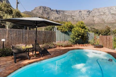 Guest Suite in Garden Retreat Overlooking City Delights