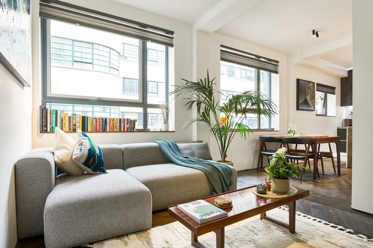 Stylish Apartment Moments from Tower Bridge and City