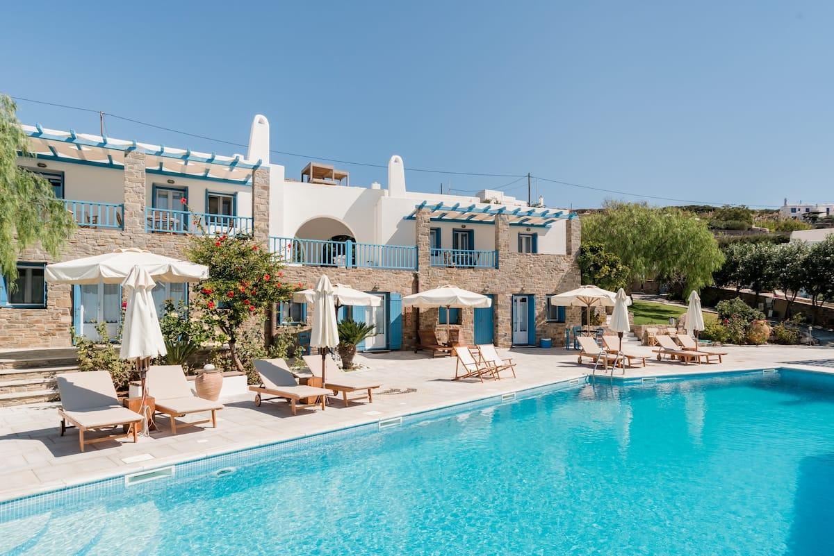 Aperado Paros House With Pool and Tennis Court