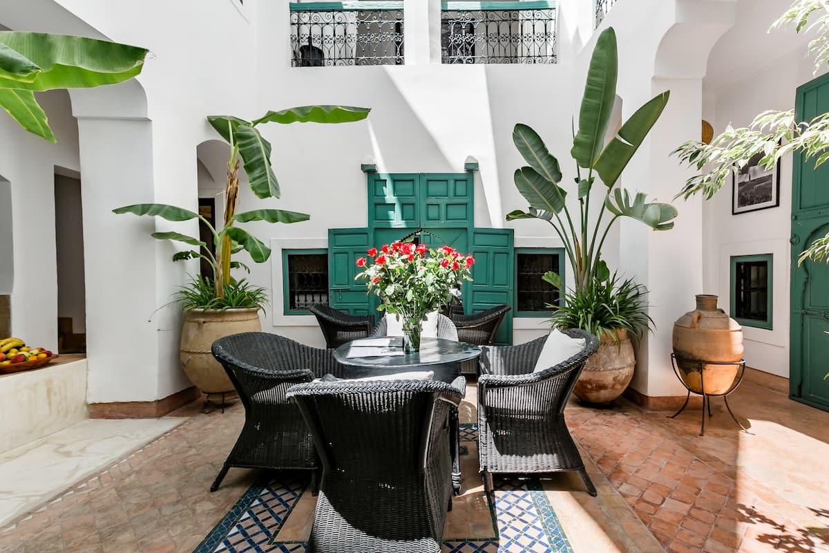 Beautiful Riad with a Heated Plunge Pool in the Medina