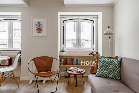 Charming Mezzanine Alfama. Design Apartment