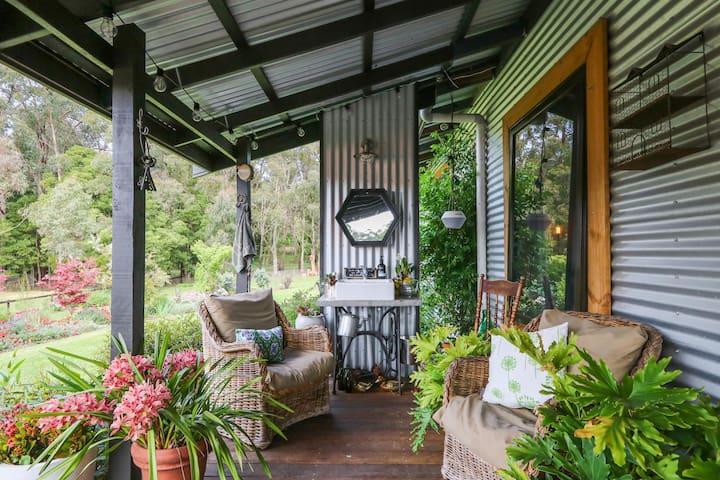 Gembrook, Tranquil farm cottage