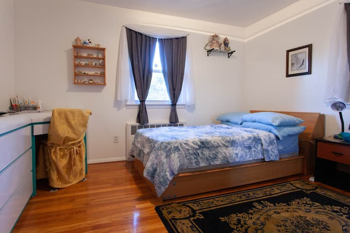 Clean, cozy & relaxing room and 10 mins to JFK 1.0