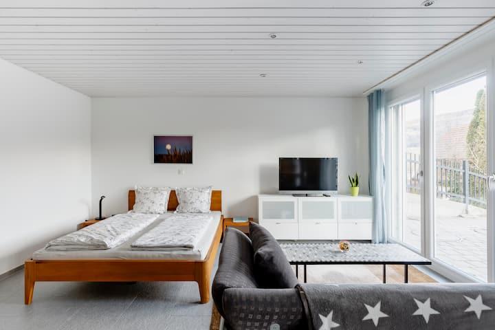 Schöne Einzimmer Wohnung mit Aussicht