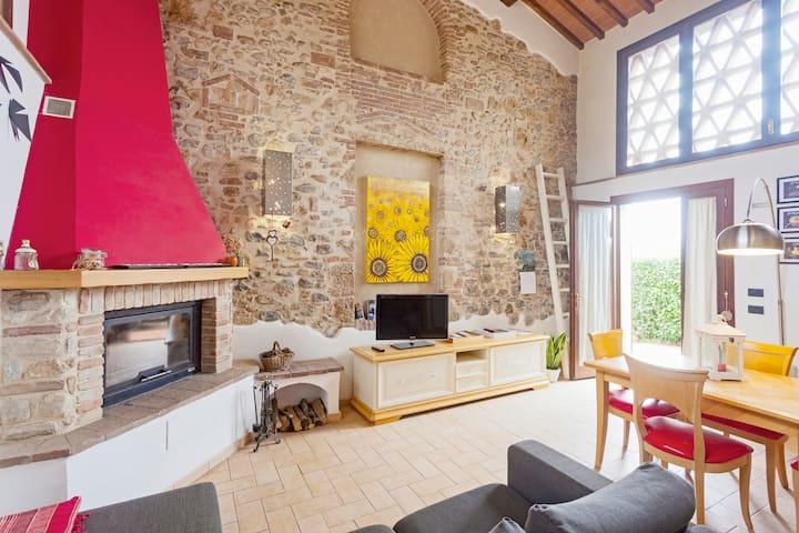 """CasaJonaHoliday"" Tuscan Counrtryside WiFi Free"