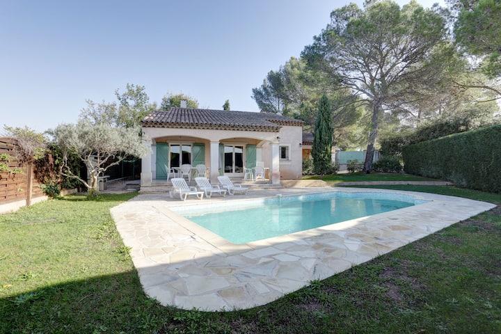 villa 4* climatisée, piscine chauffée, au calme!