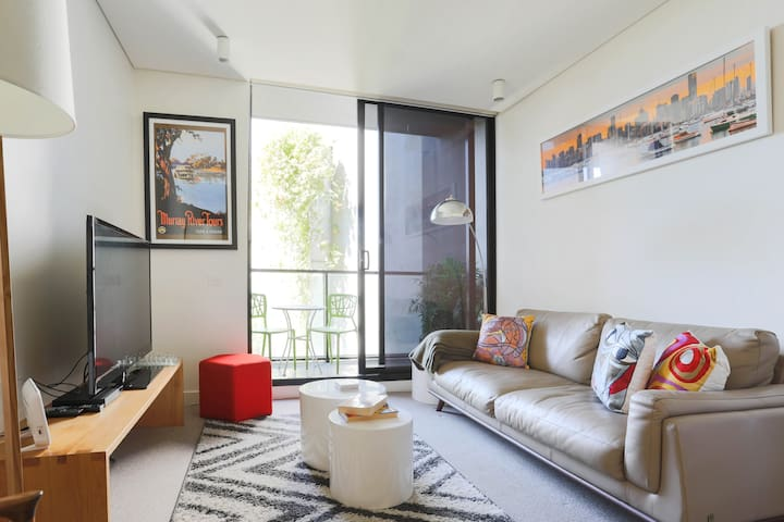SUPER CLEAN AND FRESHLY PAINTED SOUTH YARRA PAD