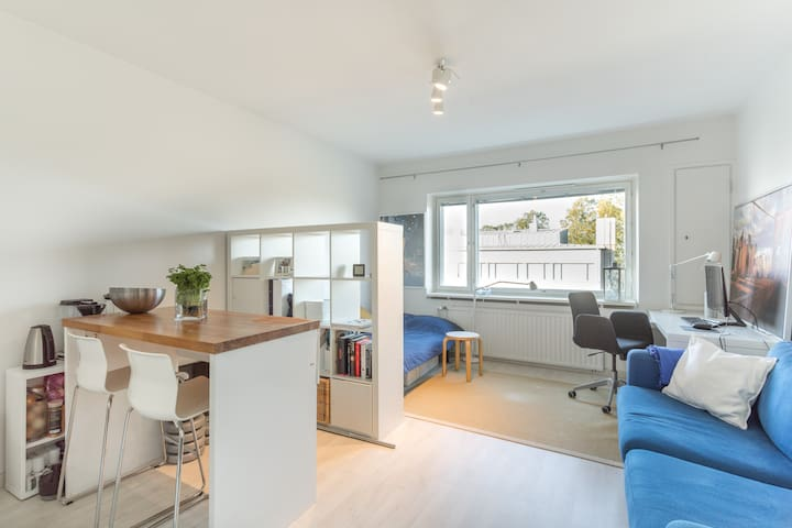 Studio to live a like a local + 200m to metro