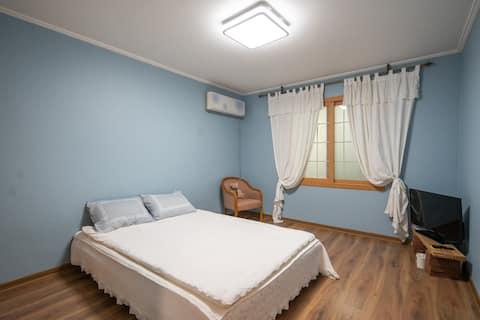 여성과 가족구성만을 위한 1층 단독주택형태...2bedroom의 깨끗하고 넓은 공간
