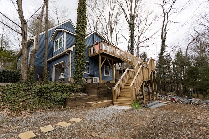 """""""Tree house"""" in South Asheville"""