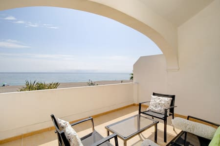 ★On the Beach ★Fully Equipped with Stunning Views