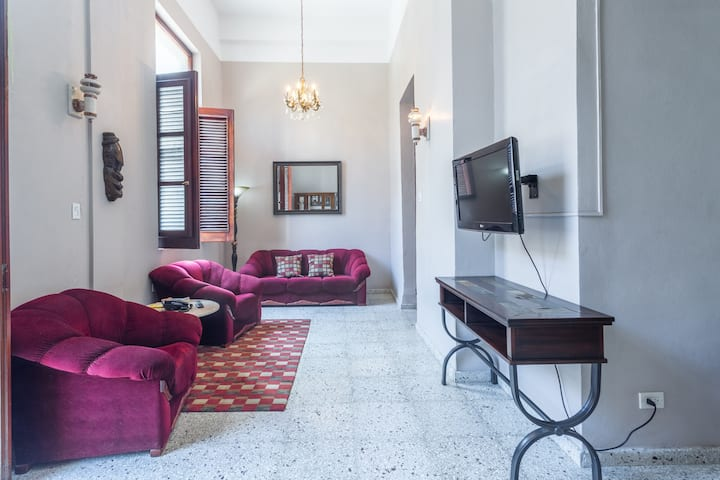 Nice Private apto,at oceanshore in heart of city