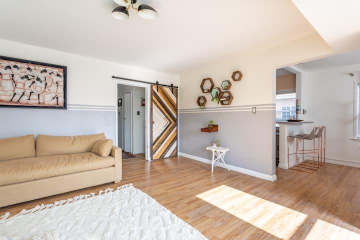 Artsy house- Private Home