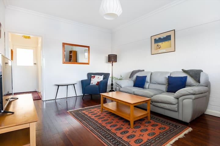 Living room - pic 1