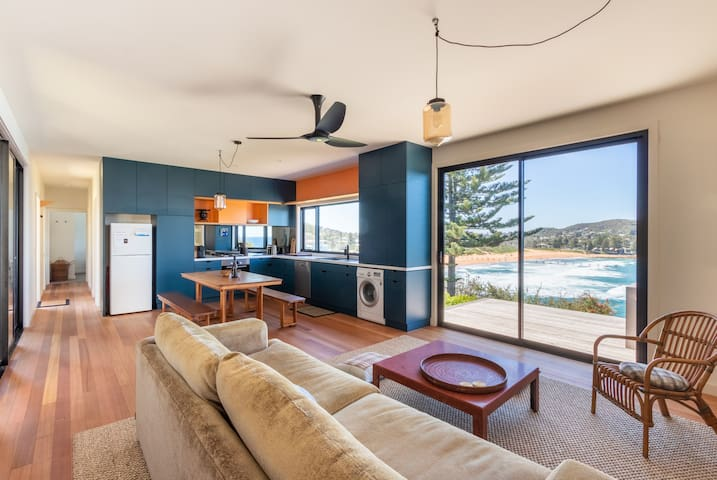 SeaPod - Beach Front Holiday Home
