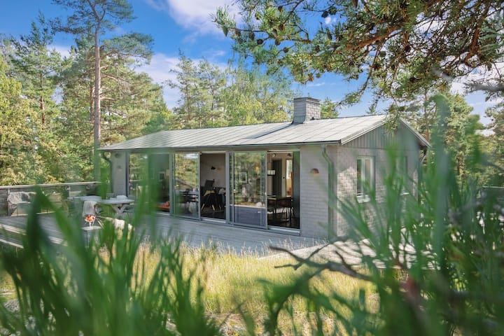 A luxury house in the archipelago with sea view