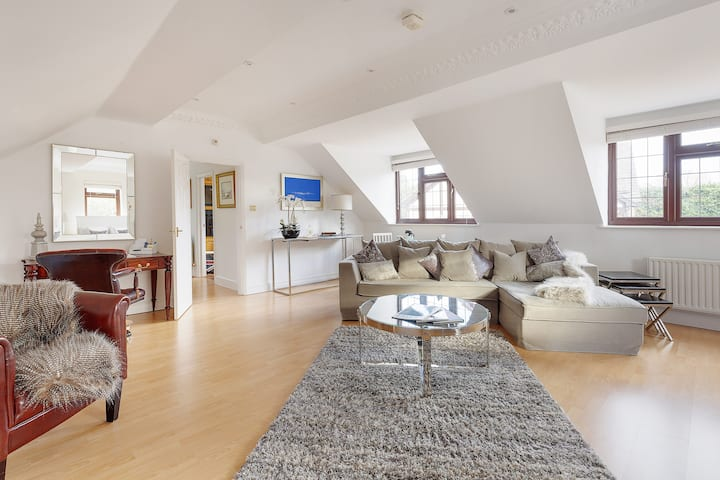 Walton-on-Thames/Weybridge/Surrey/Luxury Apartment
