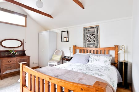 Charming Granny Flat in Coburg