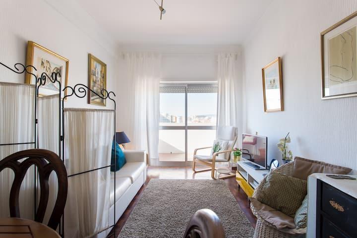 Sunny  house,near the beach ,15 minuts to Lisbon